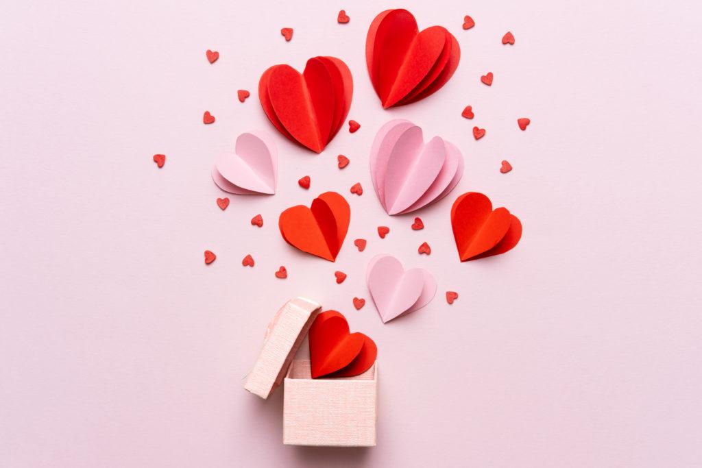 San Valentino in tempo di Covid: come festeggiare con creatività e quale regalo scegliere per chi ami